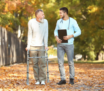 doctor and patient in crutches smiling